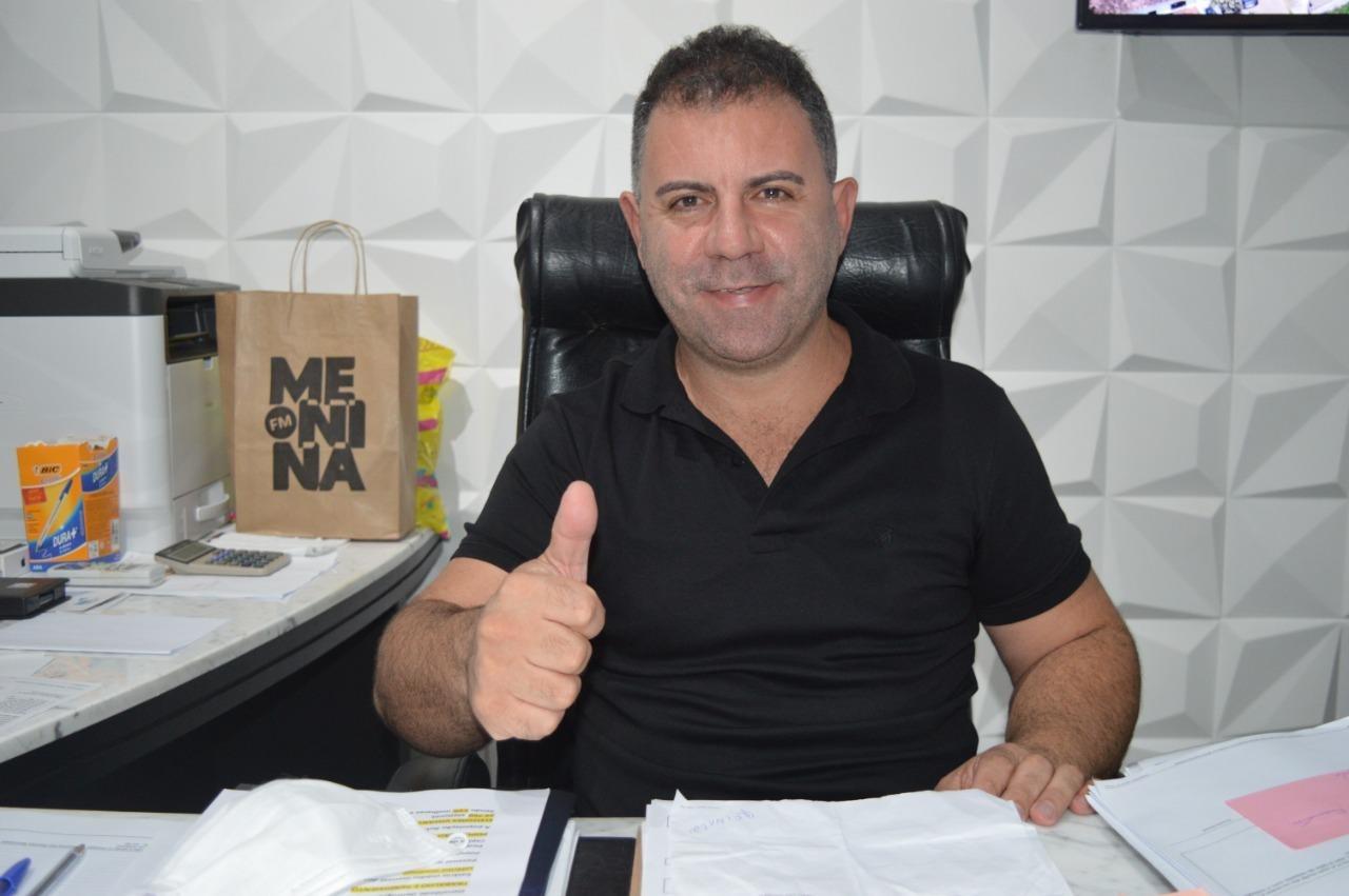 """""""Trabalhar para o Povo"""":  os cem dias do governo de Douglas Elias da Costa, prefeito de Barra Velha"""
