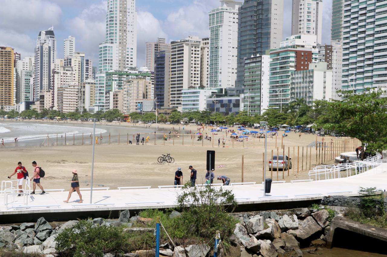 Em tempo real: obra de recuperação da faixa de areia de Balneário Camboriú pode ser acompanhada on-line