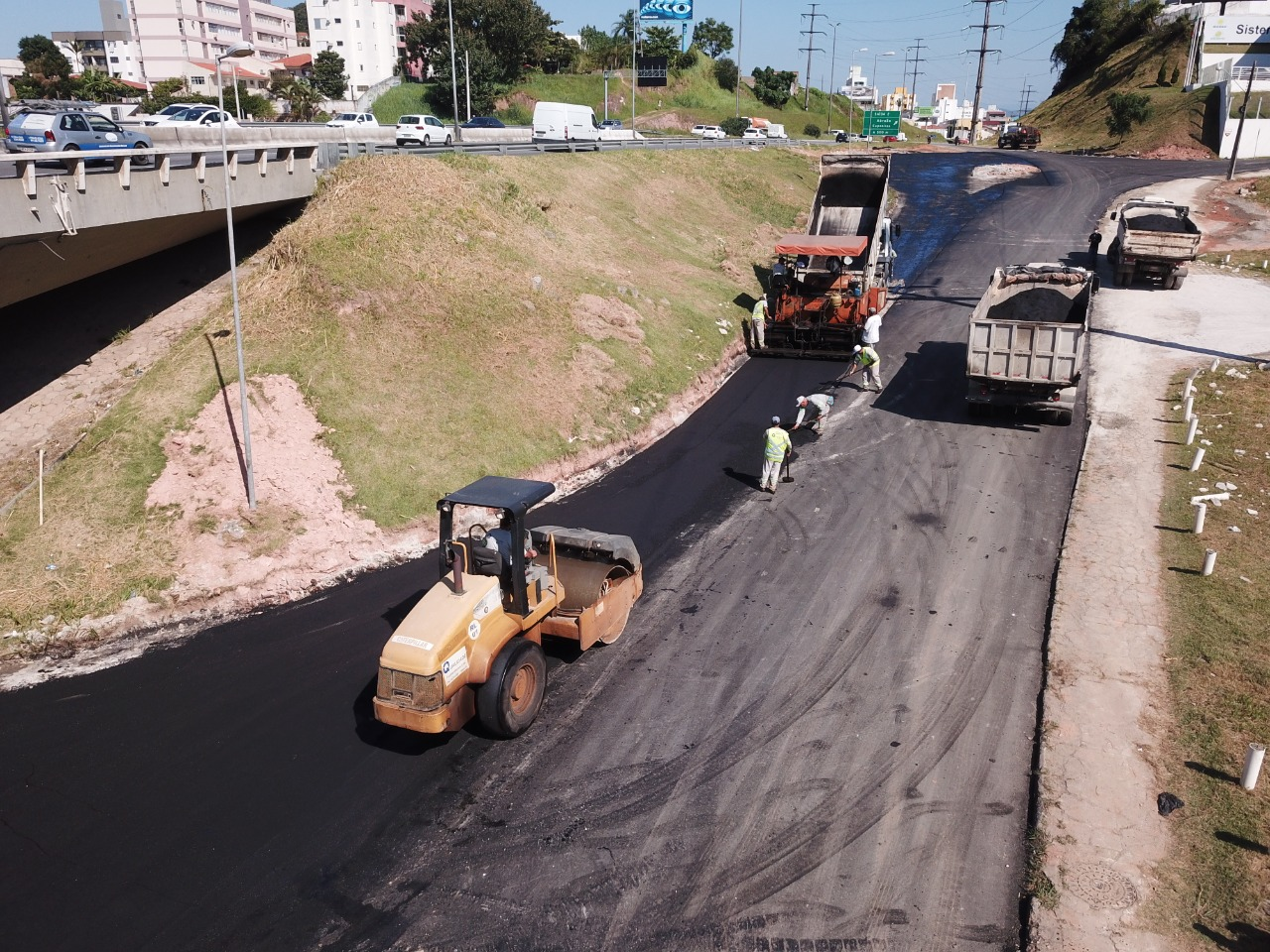 A todo VAPOR: Asfaltamento da marginal da Via-Expressa Continental está na fase final