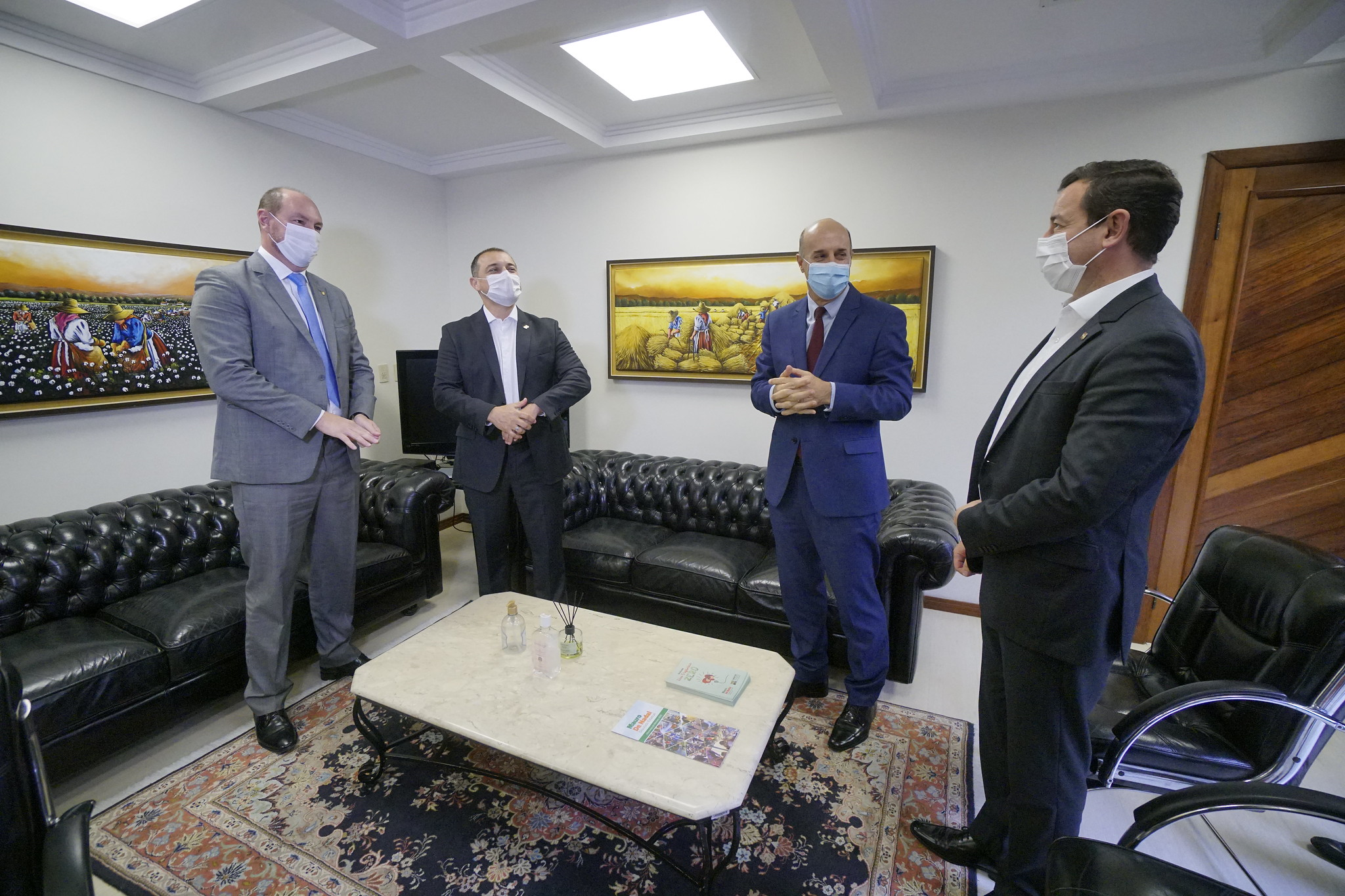 Segurança em SC: Carlos Moisés entrega 186 novas viaturas para PM