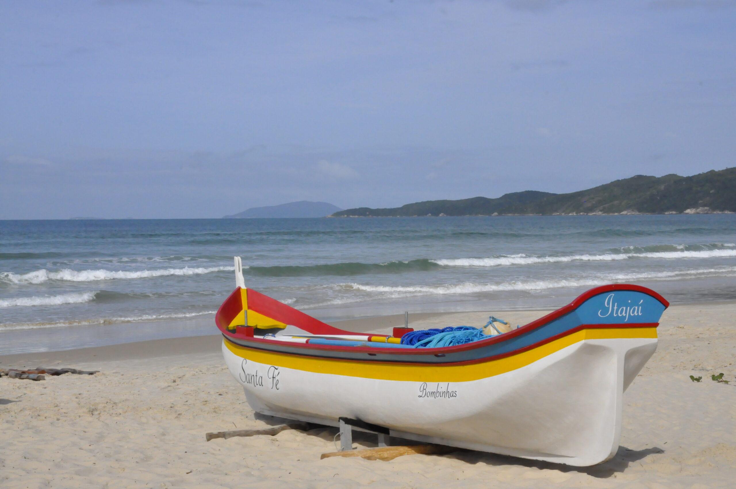 Cultura Regional: Documentário sobre as canoas de garapuvu é exibido em escolas da região
