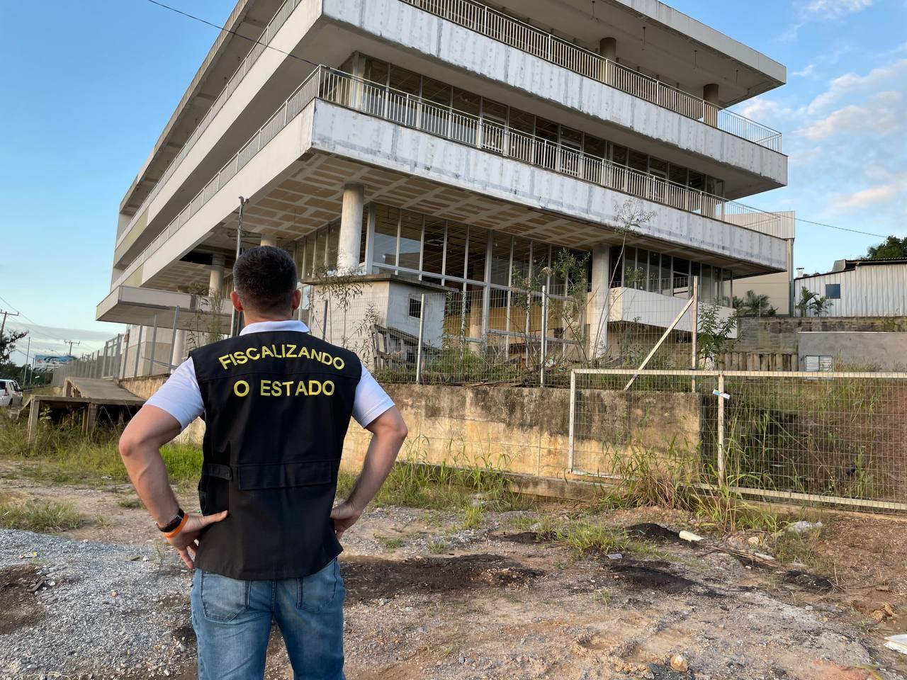 Desperdício de Dinheiro Público: Bruno Souza visita Centro de Inovação abandonado em Brusque