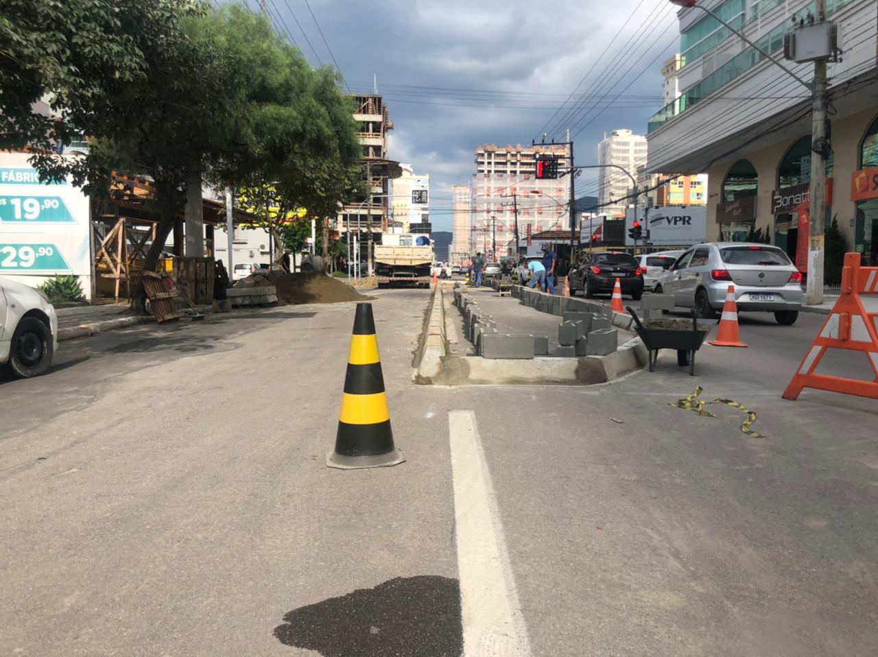 Obras em Itapema:  indicação do Vereador Léo Cordeiro para a instalação de um canteiro central, trará fluidez no trânsito