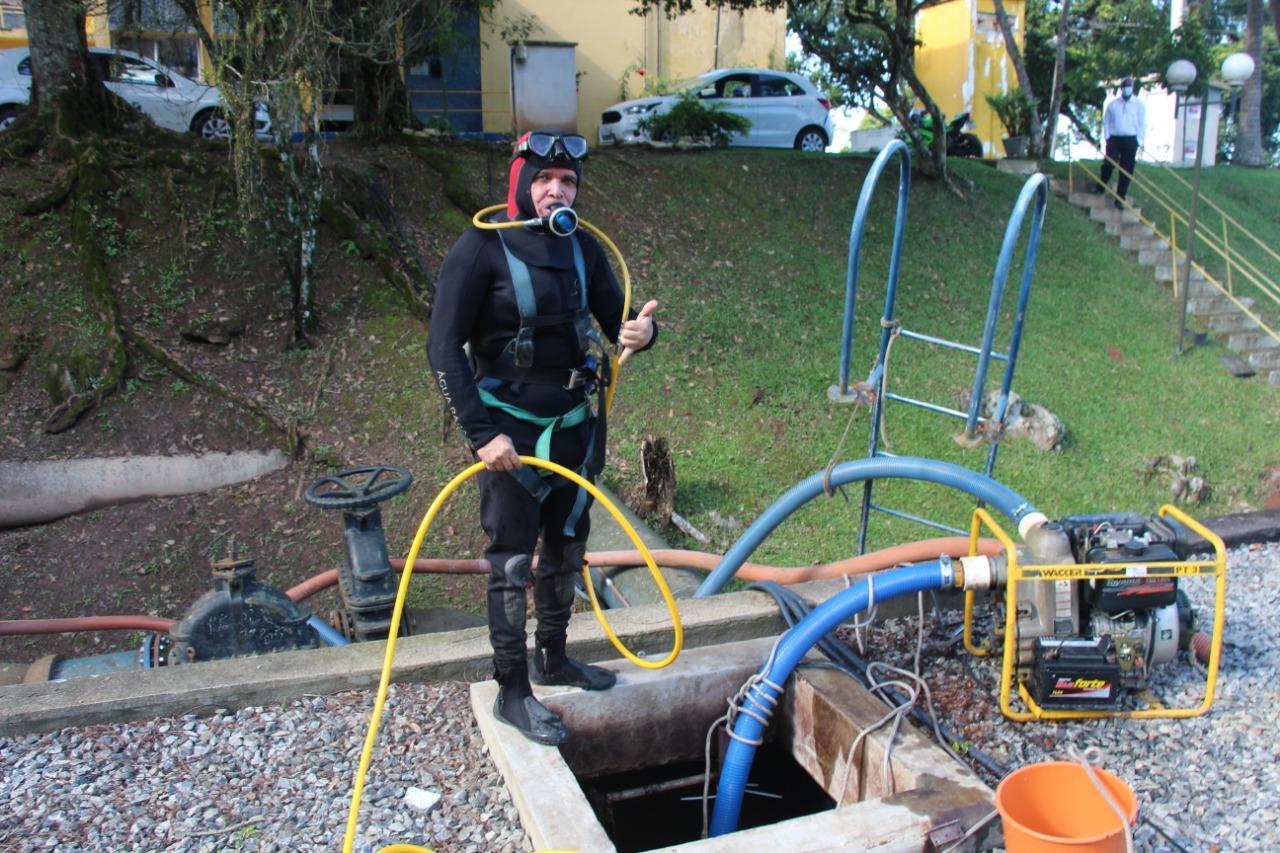 Semasa Informa: principais reservatórios da Estação de Tratamento de Água em Itajaí, receberam limpeza com auxílio de mergulhadores