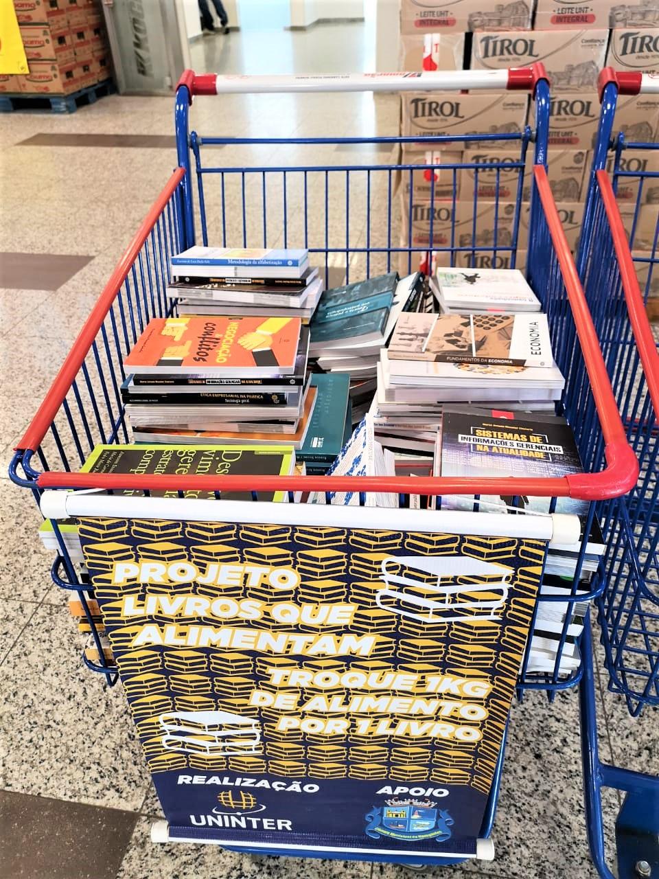 """""""Livros que Alimentam"""": Campanha tem novos pontos de arrecadação"""