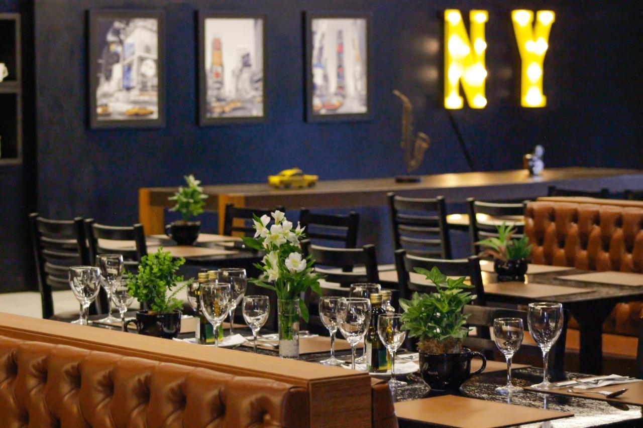 Plaza Boulevard Itapema: O The Broadway Restaurante oferece feijoada aos sábados