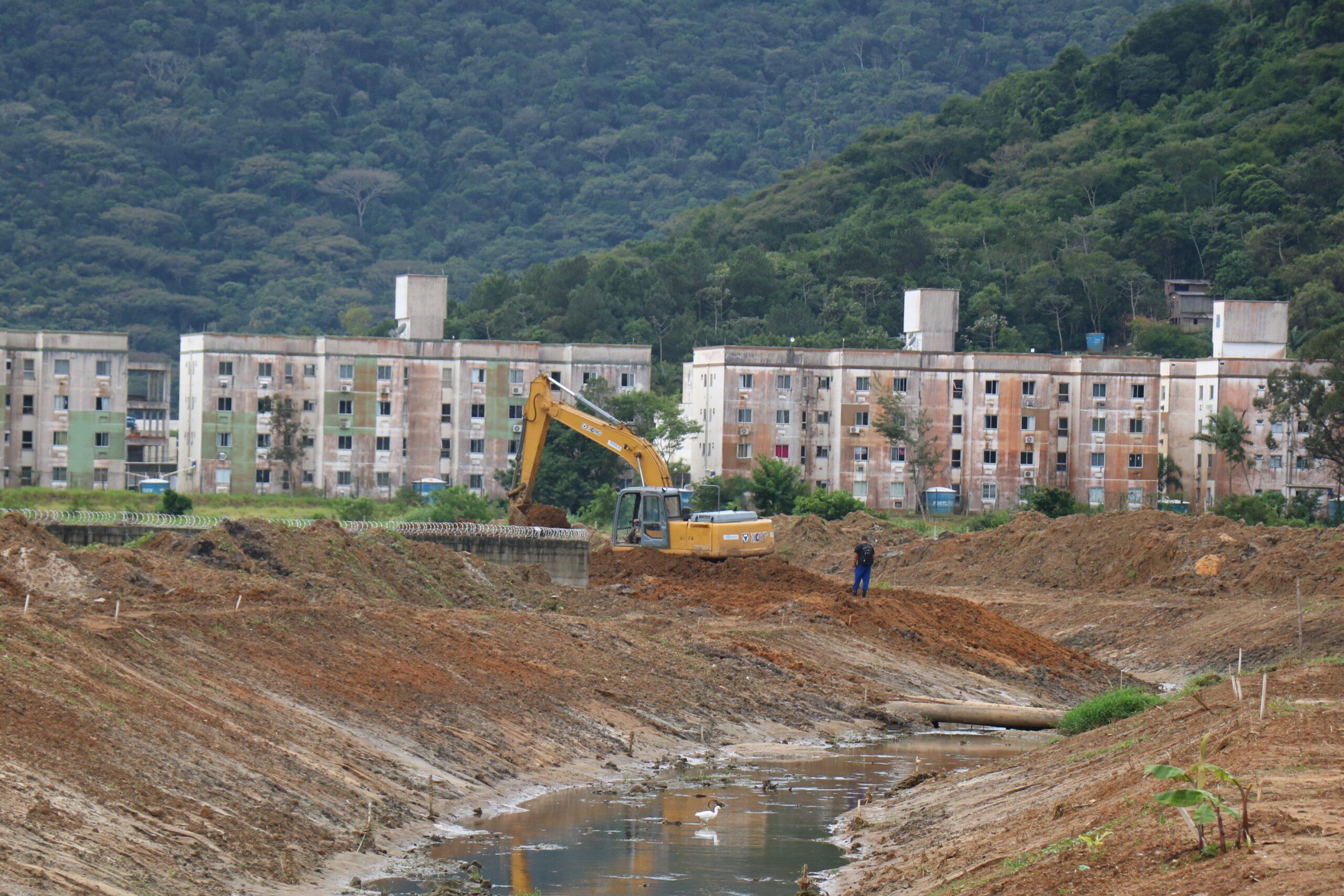 Limpeza e Alargamento: Obra do Rio das Ostras segue com três frentes de trabalho