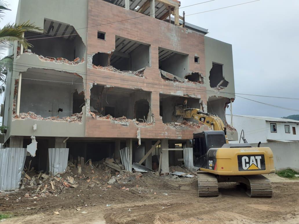 Construção sem Alvará: Prefeitura de Florianópolis realiza demolição de construção irregular nos Ingleses