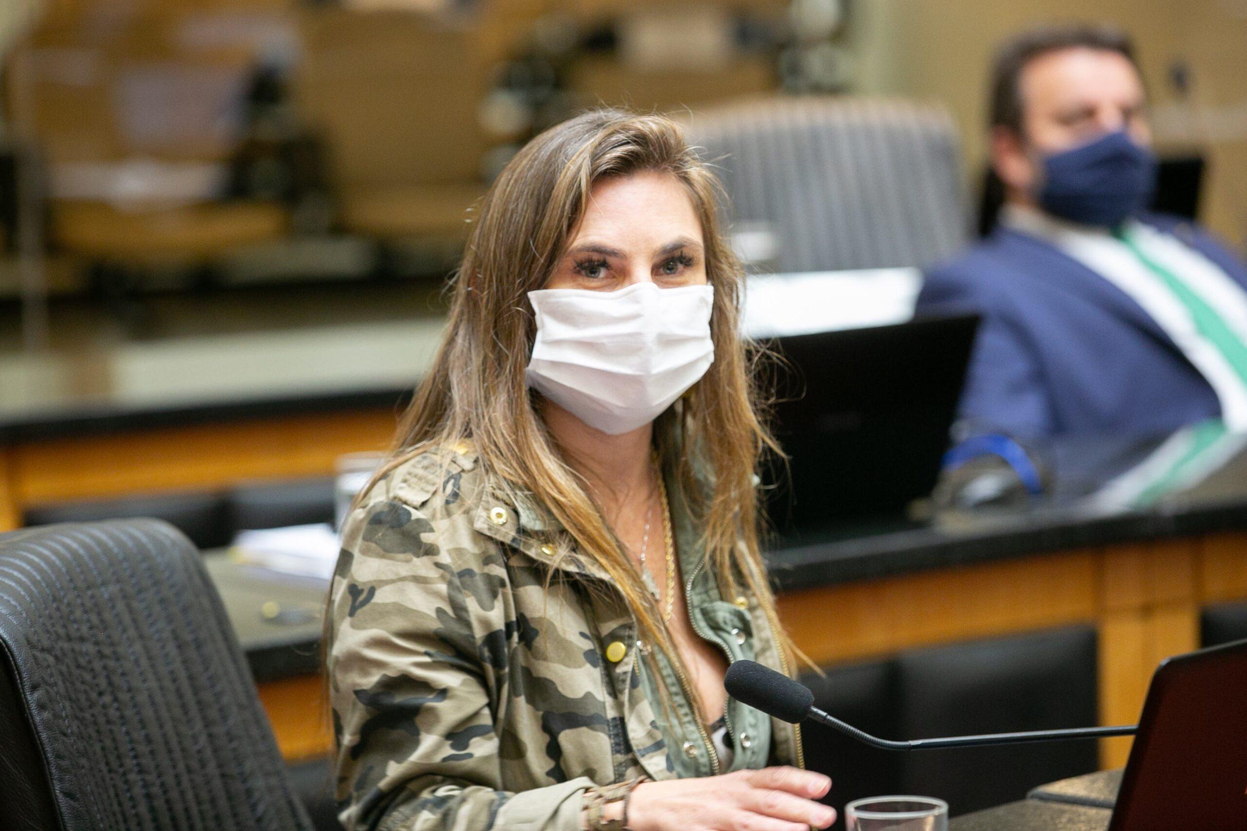 Mulher na POLÍTICA: Para a deputada Paulinha, a mulher tem que assumir o seu papel de protagonista na vida pública
