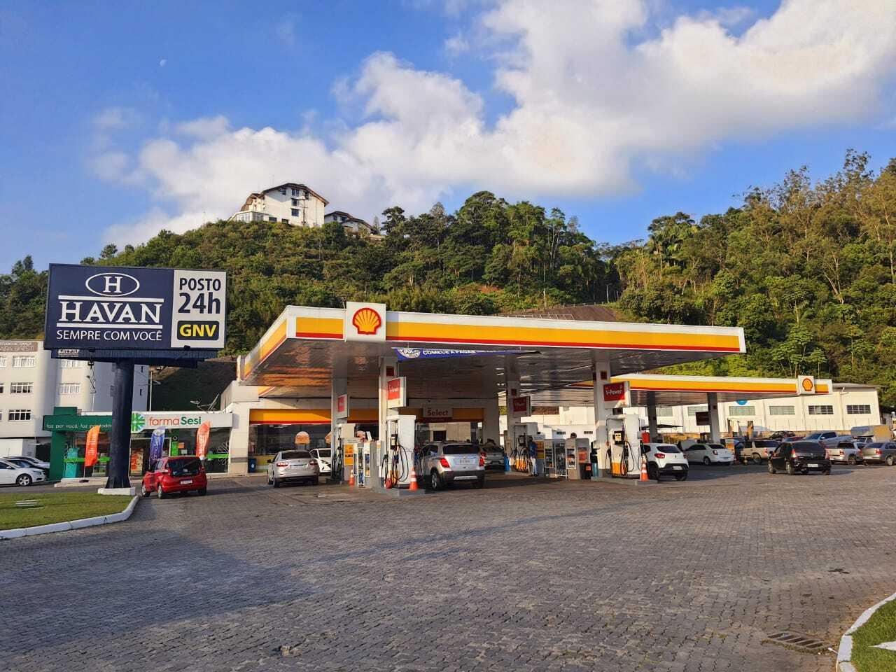 """Imposto Zero: Postos Havan vendem gasolina a R$ 3,39 no """"Dia do Imposto Zero"""""""