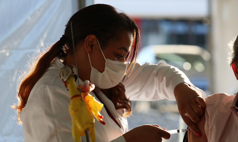 Seis Meses?!: Ministros dizem que população será vacinada até o final do ano