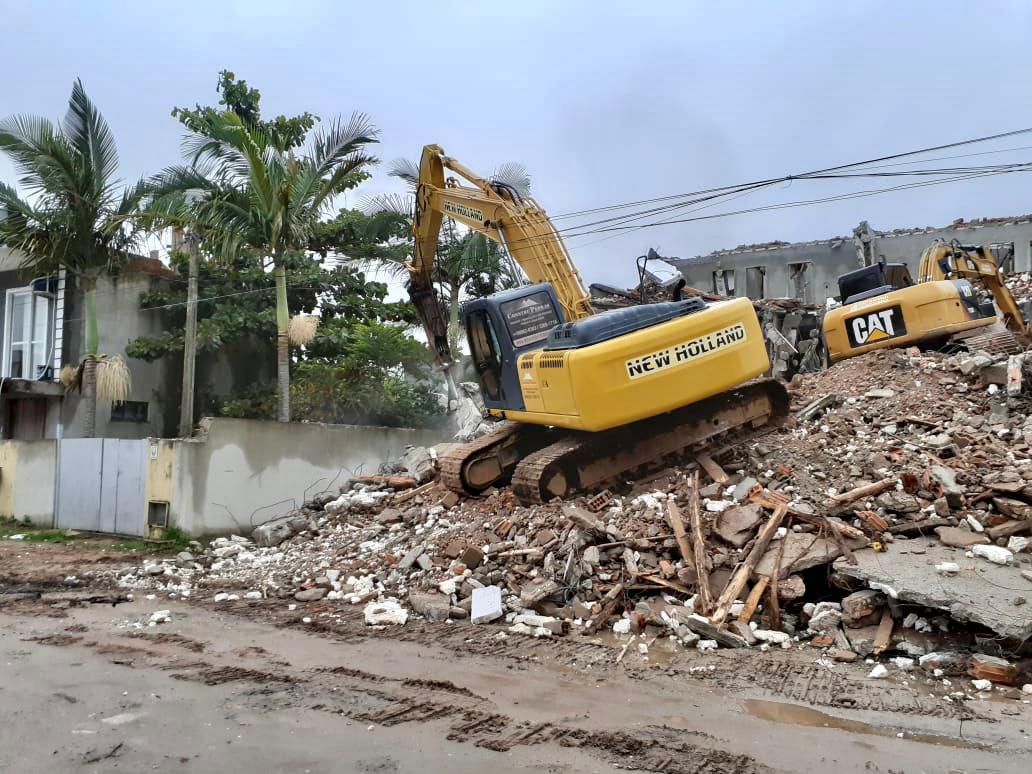 Obra Irregular: Prefeitura de Florianópolis finaliza demolição de obra irregular no bairro Ingleses