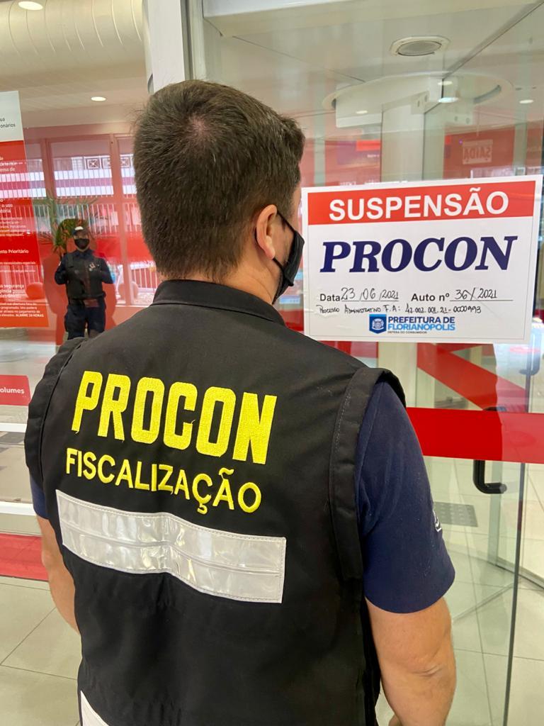 Fiscalização em Ação: Agências bancárias são interditadas e multadas após ação de fiscalização do Procon de Florianópolis