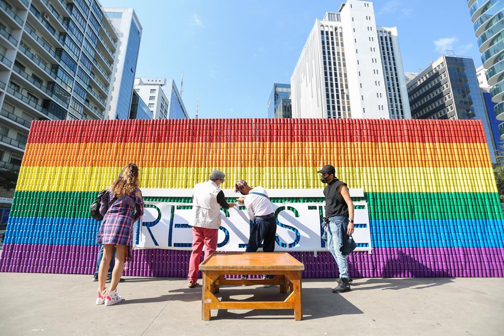 #OrgulhoResiste: Ambev homenageia a história da luta LGBTQIA+