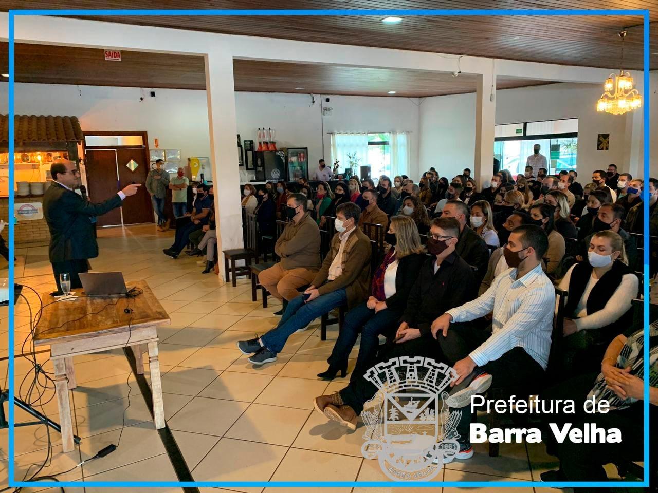 Capacitação Motivacional: Barra Velha foi palco de palestra proferida pelo consultor político, publicitário e escritor Amarildo Passos