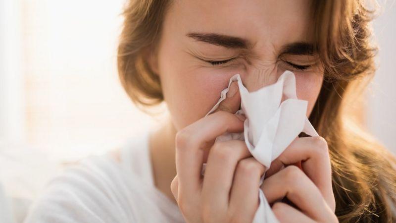 """Covid: quais são os sintomas mais comuns da """"variante delta"""" do coronavírus"""