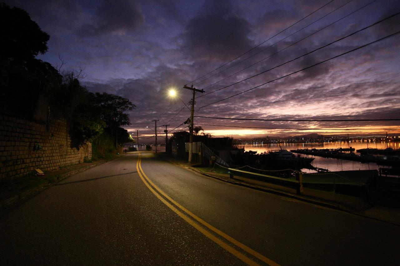 Iluminação de LED: Prefeitura de Florianópolis instala novo sistema de iluminação na Rua Silva Jardim