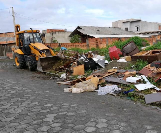 """""""Cidade Limpa"""": Secretaria de Obras recolhe 420 toneladas de entulho no bairro Nossa Senhora das Graças"""