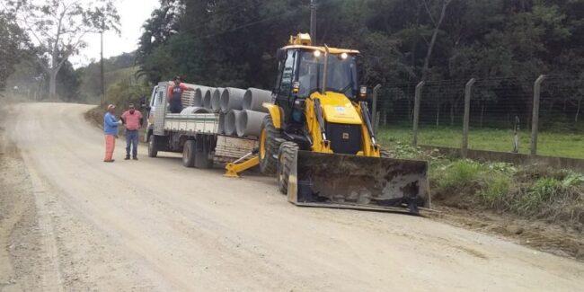 Camboriú: Secretaria de Obras executa ações de limpeza e patrolamento no interior