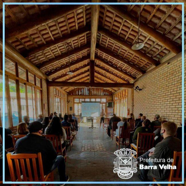"""Barra Velha """"Capacitada"""": Fundação de Turismo em parceria com o Sebrae realizou palestra destinada à restaurantes e similares"""