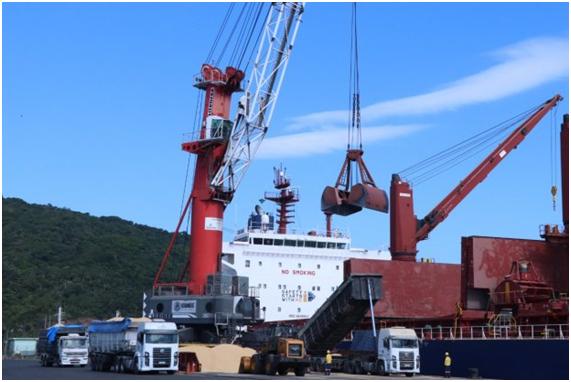 """""""Economia Pujante"""": Porto de Imbituba tem recorde histórico de movimentação de cargas no semestre"""