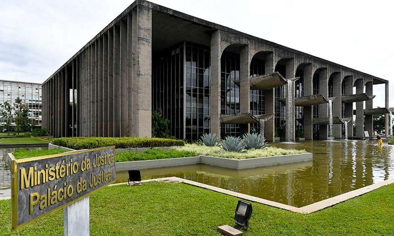 """""""O Maior Leilão da História"""": Ministério da Justiça leiloará bens apreendidos de traficantes"""