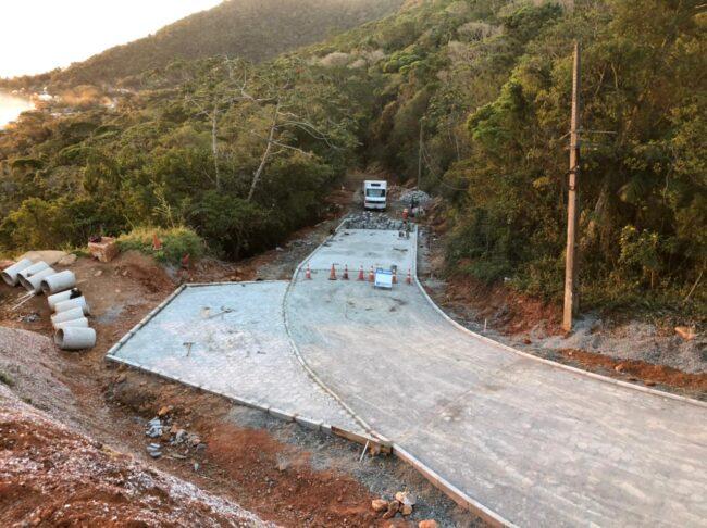 Prefeitura pavimenta mais um trecho da Estrada Francisco Thomas dos Santos
