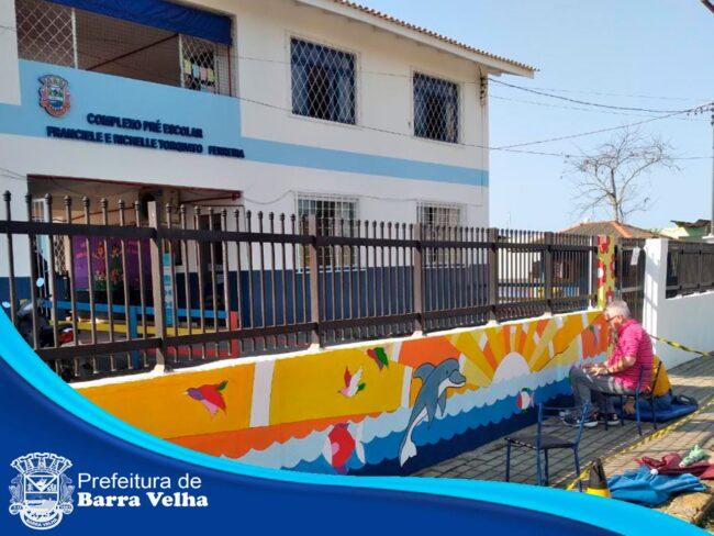 Arte nas Escolas: SEMEC promove Arte e Cultura com pintura mural em Barra Velha