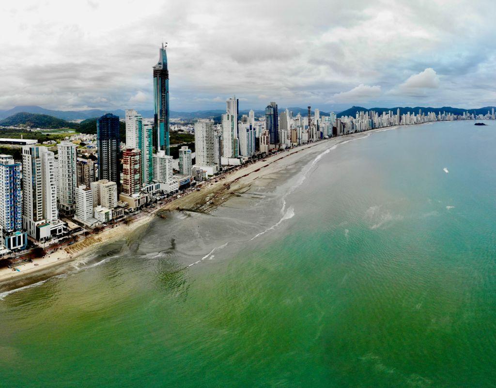 Balneário Camboriú: Recuperação da faixa de areia avança