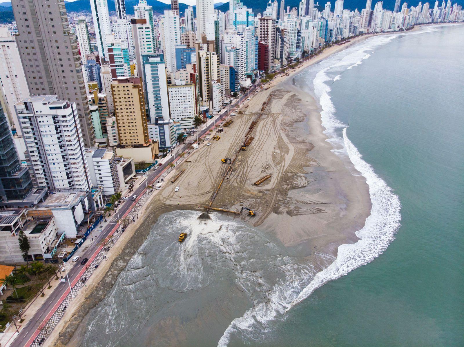 """""""Atenção"""" está proibido!: Navegação e permanência no perímetro da obra de recuperação da Praia Central de Balneário Camboriú"""