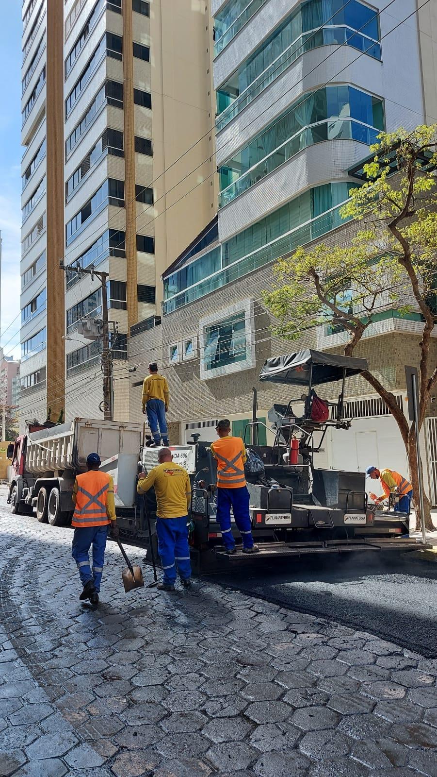 """""""Infraestrutura e Mobilidade"""": Rua 2.950 recebe requalificação asfáltica nesta quinta-feira"""