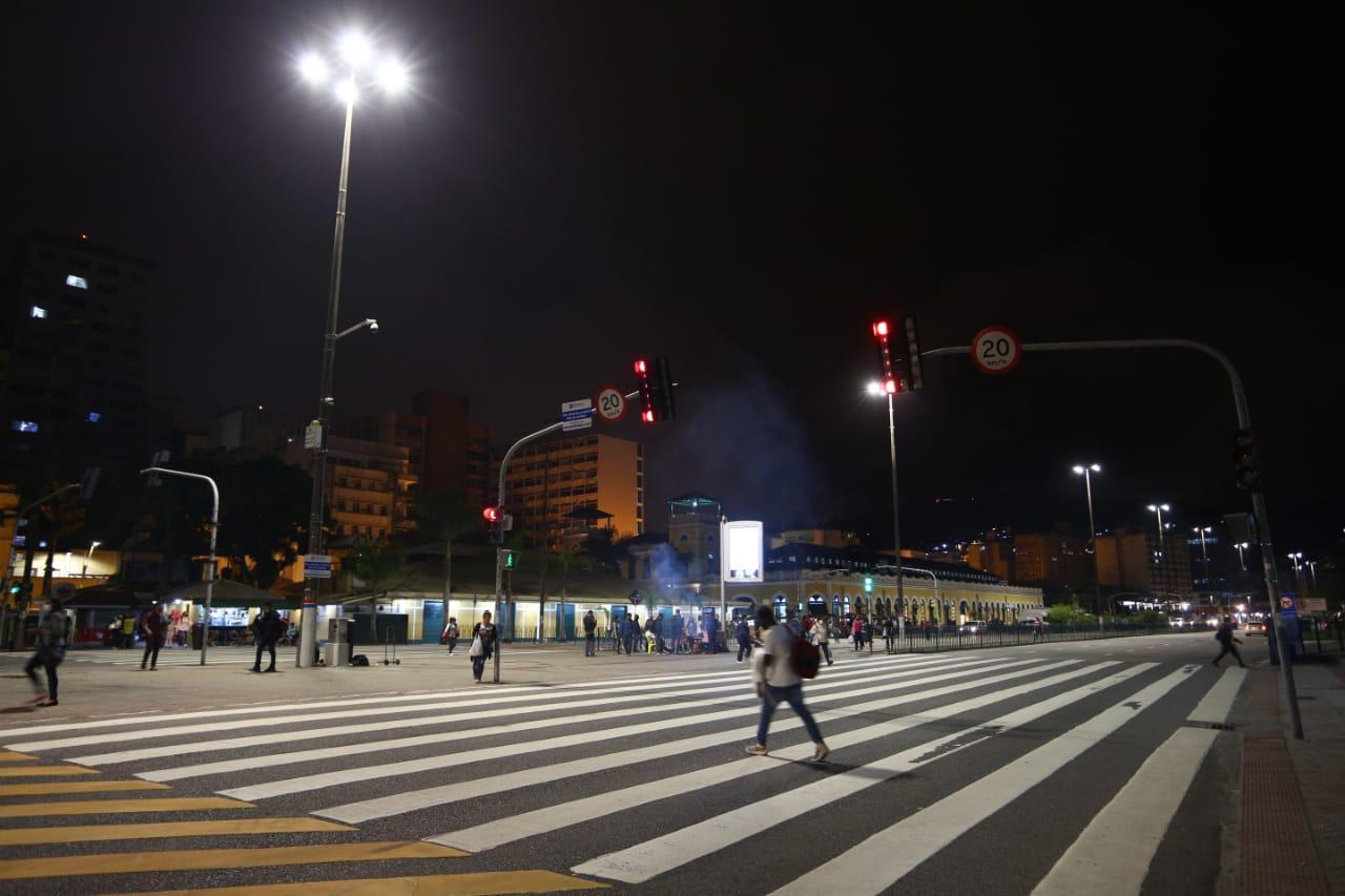 """""""Luminárias de LED"""": Prefeitura de Florianópolis substitui sistema de iluminação da Avenida Paulo Fontes"""