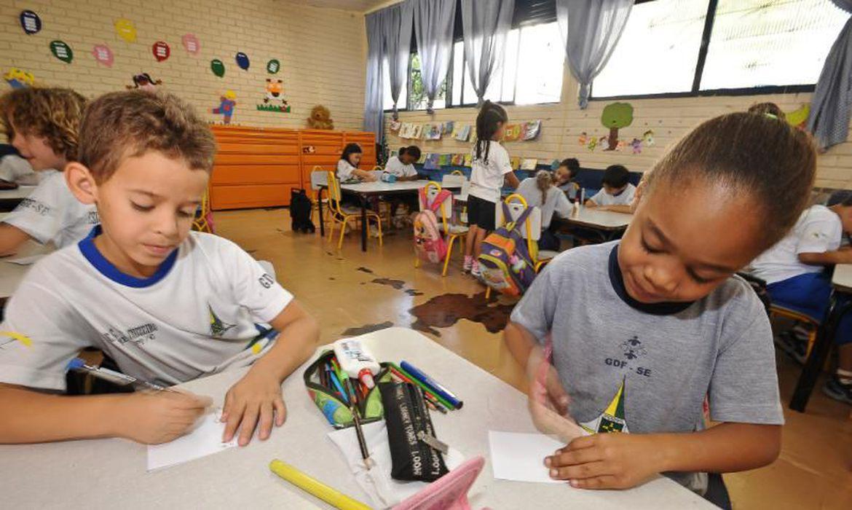 """""""Impactos na alfabetização"""": Brasil deve zerar taxa de analfabetismo até 2024"""
