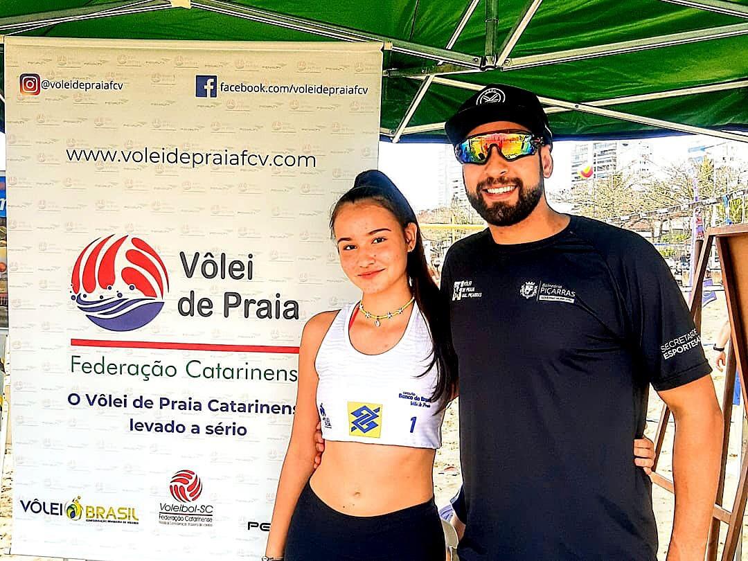 Atleta de vôlei de praia da Semel de Balneário Piçarras participa do campeonato estadual Sub 17 neste sábado (2)