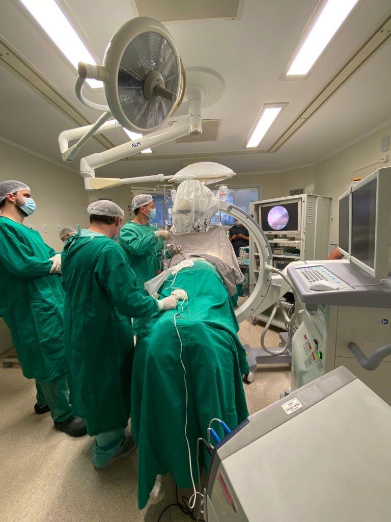 """""""Tecnologia a favor da saúde"""": Hospital Marieta realiza cirurgia de hérnia de coluna endoscópica, novidade na região e que garante alta para o paciente no mesmo dia"""