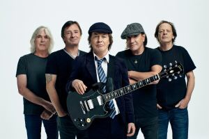 """AC / DC lança clipe de """"Through The Mists Of Time"""""""