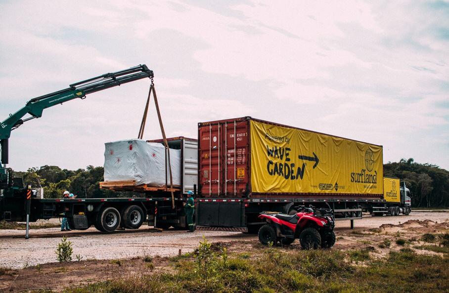 Surfland Brasil confirma a entrega do empreendimento em 2022 com chegada de containers da Wavegarden